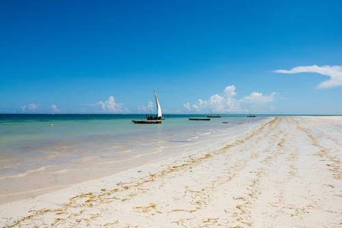 Fototapeta Sunny Keňa, pláž, čln, slnko, piesok, plachetnica, odtiene modrej, modrá obloha