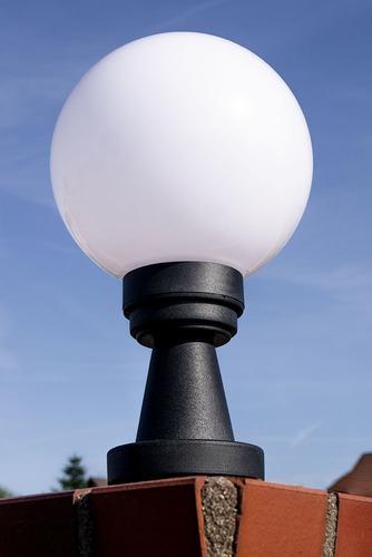 Záhradná lampa Luna Ball Plinto 20 cm E27 LED biely podstavec